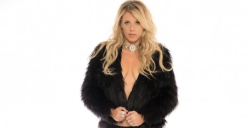 Former 'Full House' star causes controversy with adult photo shoot